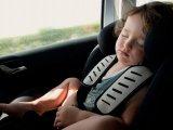 Hőség ellen: Lehúzod az ablakot vagy benyomod a légkondit az autóban? Erre figyelj, hogy ne kapjon fülgyulladást a gyerek