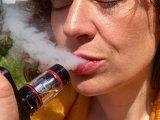 Kiderült, mit tesz az e-cigaretta a tüdővel! - Mégsem olyan biztonságos az e-cigi, mint eddig hitték