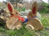 Látványos húsvéti dekoráció fakorongból, házilag: Ha van kerted vagy erkélyed, feltétlenül próbáld ki idén!