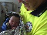 Autóban született meg ez a tündéri kislány Budapesten! Nem várta meg, amíg beérnek a kórházba anyukájával