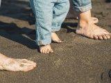 A mezítláb járás előnyei: 10 ok, amiért legyen minél többet mezítláb a gyerek és a felnőtt is!