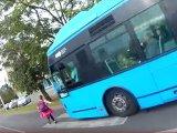 Majdnem elütött a busz egy kislányt Kőbányán, aki szabályosan haladt át a zebrán! - Az esetről videó is készült