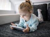 Gyerekek az internet előtt: Miért veszélyes, ha hagyod a gyereket egyedül internetezni? - Szakember véleménye