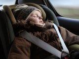 10-ből 9 szülő elköveti ezt a hibát, amikor autóba ülteti télen a gyermekét - Életveszélyes lehet, ha nem jól használod a gyerekülést!