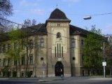 Fagyoskodnak a gyerekek egy budapesti általános iskolában! A szülők hősugárzót vittek be, mert nem működik a fűtés