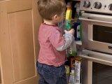 7+1 hétköznapi dolog az otthonodban, ami halálos sérülést is okozhat a gyereknek - Így előzd meg a baleseteket!