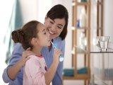 Fogápolás babáknál, gyerekeknél: hogyan tanítsd meg a fogmosást a gyereknek? Jobb-e az elektromos fogkefe?