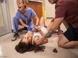 A kórház folyosóján szülte meg kisbabáját az anyuka! - Lenyűgöző fotók készültek a nem mindennapi szülésről