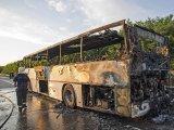 32 gyerek ült azon a buszon, ami kigyulladt az autópályán! Csak a szerencsének köszönhető, hogy nem történt tragédia
