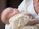 Friss! Az első fotók Lajos herceg keresztelőjéről! - Ilyen tündéri volt Katalin és Vilmos kisfia a ceremónián