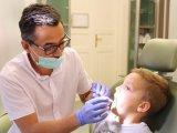 Fogszabályzó tisztítása: Ilyen fogkefét és kiegészítőket használj, ha tisztán szeretnéd tartani a fogakat és a fogszabályozót!