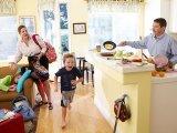 Már reggel bestresszelsz, hogy időben elkészüljetek? 7 tipp gyerekes szülőknek, hogy veszekedés nélkül teljen a reggel