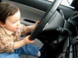 Autót vezető kisgyerek okozott közlekedési balesetet, egy embert is elütött! - Csak pár percre hagyták magára a szülei
