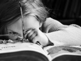 Nehezen megy az írás, olvasás a gyereknek? Lehet, hogy a hallásával van gond! - A visszatérő fülfertőzések veszélyei