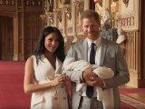 Az első képek Harry herceg és Meghan Markle újszülött kisfiáról! - Nézd, milyen boldogan mosolyog a hercegi család