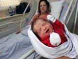 61 évesen lett először anya! Egészséges kisfiúnak adott életet a középkorú asszony - Valóra vált az álma