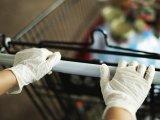 Azt hiszed, a gumikesztyű megvéd a koronavírustól? Akkor most figyelj! - Szemléletesen mutatja be egy nővérke a keresztfertőzést