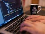 Ingyenes, 8 hetes informatikai online oktatás: Ma délig jelentkezhetsz az Újratervezés programra! - Tudnivalók