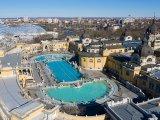 Fürdők nyitása 2020: Újranyitnak a budapesti fürdők és uszodák, de szigorodnak a belépés feltételei - Hova mehetsz már fürdőzni?