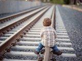 Ezért ne hagyd, hogy a gyerek a vasúti töltés mellett vagy álló vonatokon játsszon! - Figyelmeztetést adott ki a MÁV