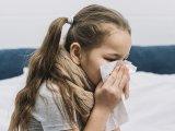 Orrfolyás, torokfájás, láz, hasmenés: A legenyhébb tünetekkel sem engedheted a gyereket közösségbe!