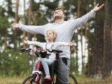 3 fontos különbség a fiúk és a lányok nevelése között: Erre figyelj oda, ha jó apja akarsz lenni a gyerekeidnek