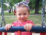 Eltűnt a fotón látható 3 éves kislány! - A győri rendőrség a lakosság segítségét kéri