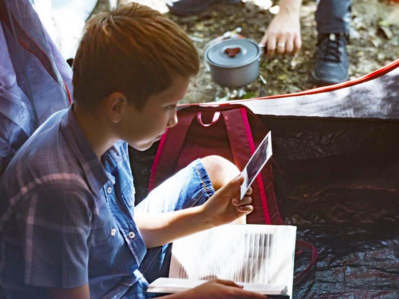 Táborba megy? Mamához utazik? Külön nyaral? Így készítsd fel a gyermeket és magadat a távollétre!