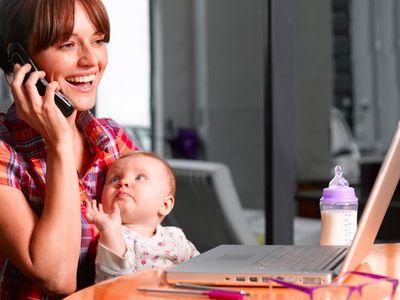 Végre a kisgyermekes anyukák is könnyebben kaphatnak munkát