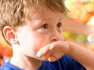 Mit tegyünk, ha a baba, vagy kisgyermek lenyelt egy tárgyat, vagy félrenyelt?