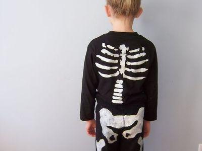 Jelmez farsangra vagy Halloweenre: csontváz-jelmez
