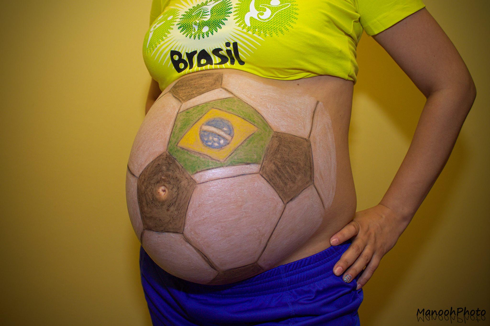 Így várja a várandós kismama a focivébé meccseit! (Fotó)