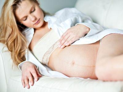 Terhességi csíkok, striák - hogyan lehet megelőzni, illetve eltüntetni, ha már kialakult?