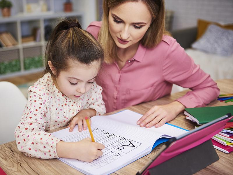 Becsöngettek! Hogyan neveljük az óvodából az iskolapadba csöppent kisiskolás gyereket?