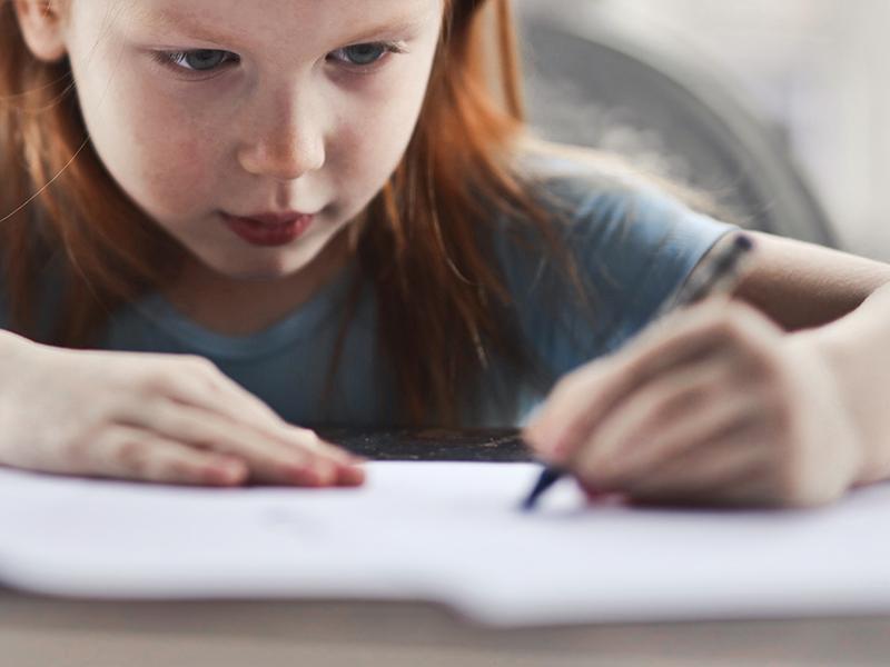 Mikor válik el, hogy jobb-, vagy balkezes a gyermekünk? Hogyan derül ki? Szabad-e átszoktatni?