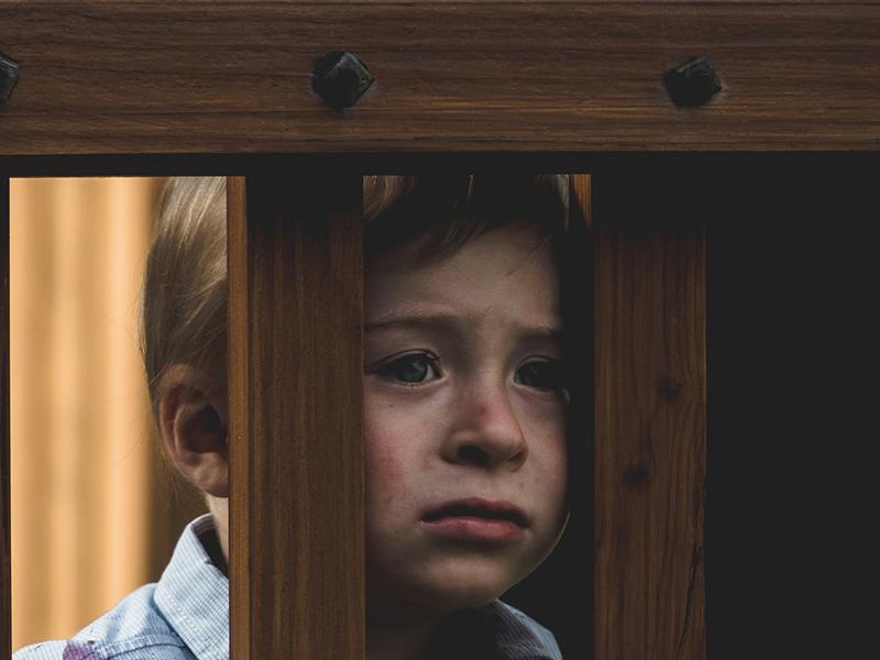 Milyen életre szóló sebet ejt a gyerekben, ha a szülő állandóan kiabál vele, lehülyézi, fenyegeti őt?