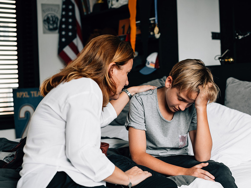Így vedd észre, ha óvodás, iskolás gyermeked szorong, gondjai vannak a barátkozással - Gyermekpszichológus tanácsai