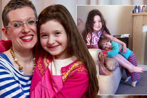 Naponta akár ötször is megszoptatja hatéves kislányát a 44 éves anyuka