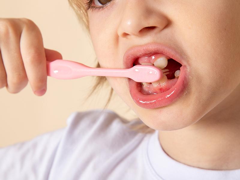 10 tévhit a gyermek- és felnőtt fogápolással kapcsolatban - fogorvos cáfol