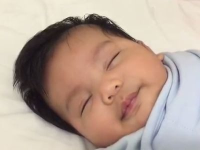 Hogyan lehet elaltatni a babát kevesebb, mint egy perc alatt?