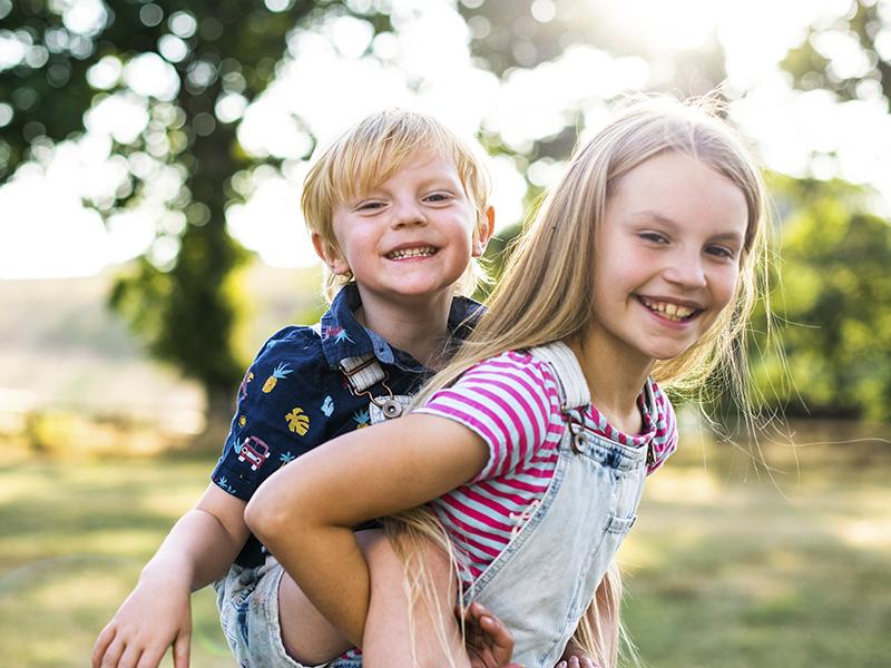 Mennyi az ideális korkülönbség a testvérek között? Pszichológus válaszol