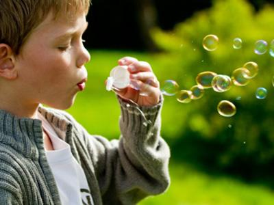 Buborékfújó nap a Margitszigeten: ingyenes családi program a hosszú hétvégére