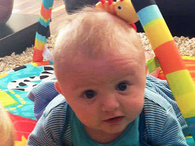 Ezért ne hagyd magára egy pillanatra sem a kisbabád fürdetés közben! Meghalt egy 7 hónapos kisfiú