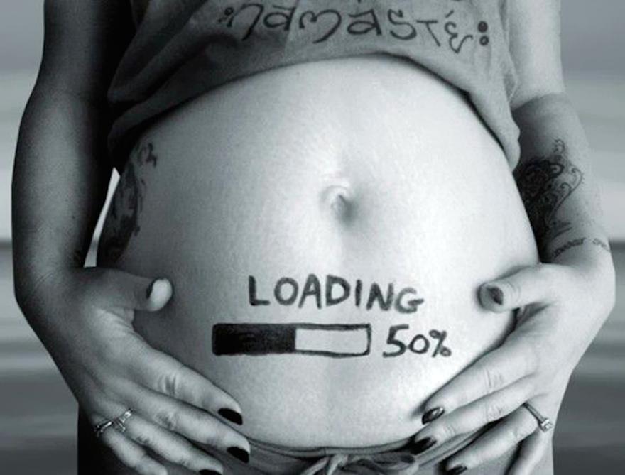 Babát vársz? Fotókon 15 aranyos és vicces ötlet, hogyan tudasd az örömhírt a családdal, barátokkal