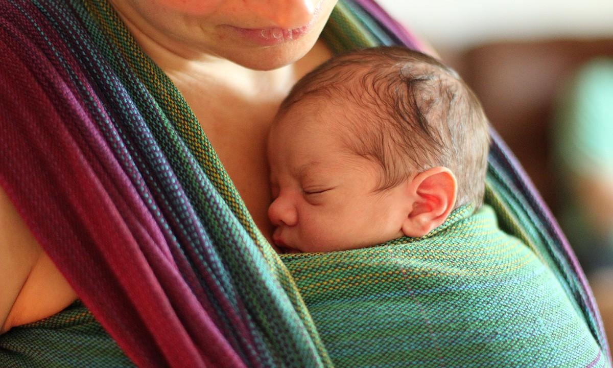A helyes babahordozás 10 alapszabálya! Helyes hordozási pozíciók életkoronként fotókkal, leírással
