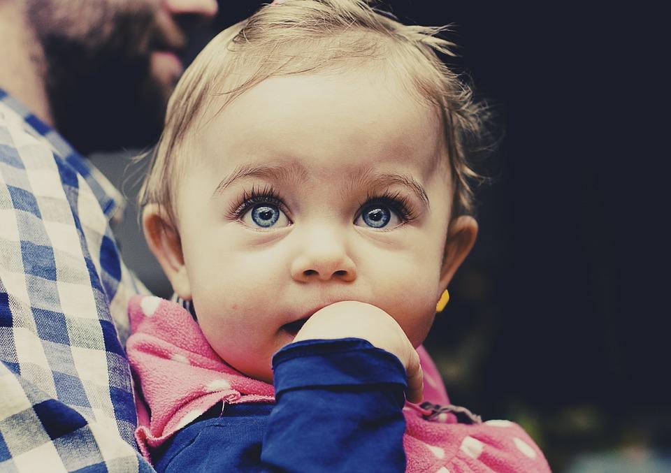Mindent a fogzásról: fogak sorrendje, a fogzás 13 gyakori tünete, fájdalomcsillapító praktikák kisbabáknak fogzás esetén