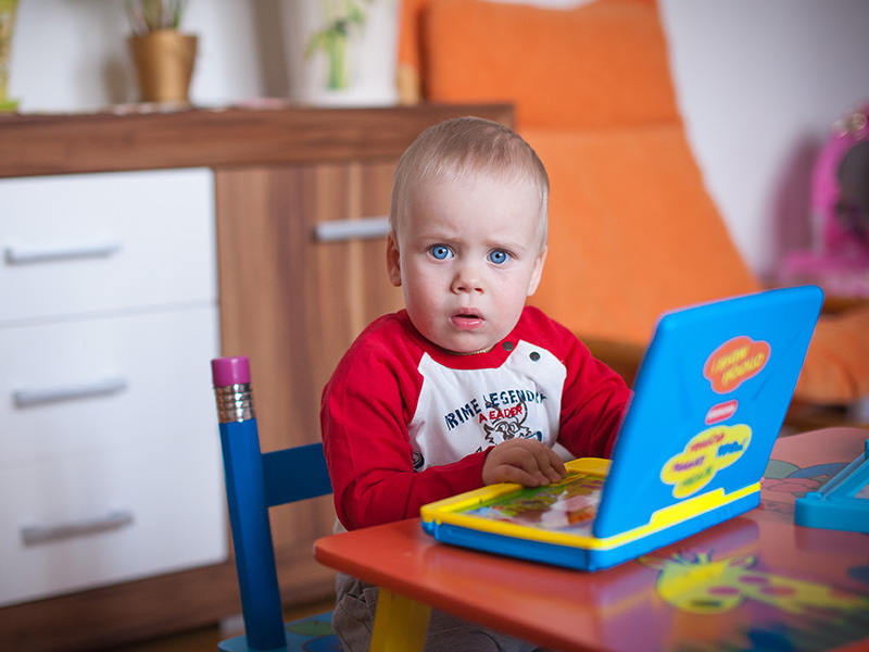 Nyelvtanulás babáknál, kisgyermekeknél: hasznos vagy ártalmas a korai idegennyelv-tanulás? Milyen nyelvet tanuljon, aki diszlexiás? Logopédus válaszol