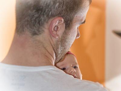 Apás szülés: önként választják az apukák vagy csak nem mernek nemet mondani? Jobb vagy rosszabb lesz tőle a párkapcsolat? Szülésznők mesélnek a tapasztalatokról