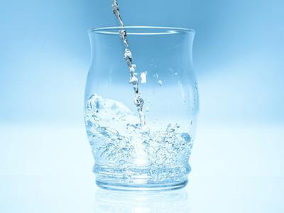 Hipós vizet ivott 14 pápai óvodás! - Azonnal kihívták a mentőket és kórházba vitték őket