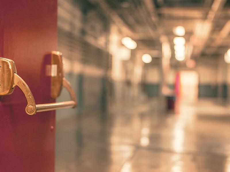 Leszakadt a plafon egy szekszárdi bölcsődében, mialatt a gyerekek aludtak - Egy kisfiút kórházba kellett szállítani